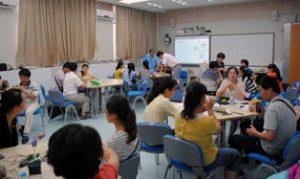 Tiến sĩ Matthew Hsu, nhà nghiên cứu cấp cao của MWM, tổ chức hội thảo đào tạo giáo viên nhằm tạo điều kiện thuận lợi cho việc sử dụng các mô-đun MWM trong trường học.